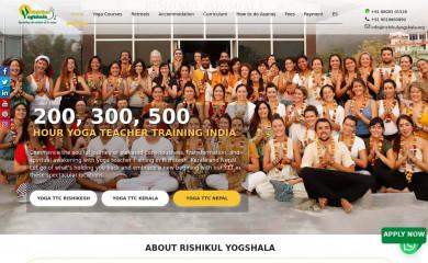 rishikulyogshala.org screenshot